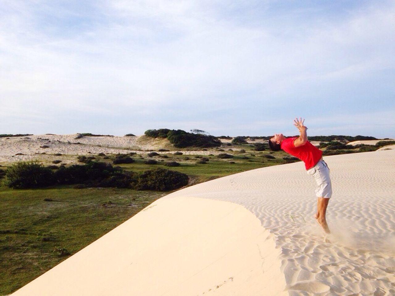 Dando salto mortal na duna.