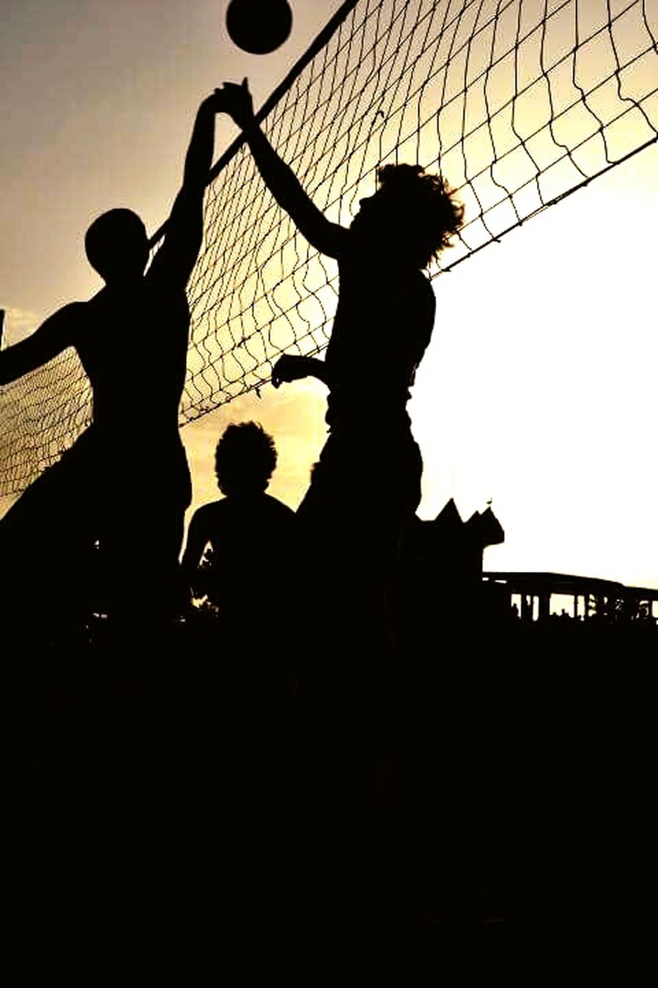 Volleyball Silhouette Gettyimages Balls Friends From My Point Of View Sky Paradise EyeEm Minimalism Istockphoto Getty Images EyeEm Team Minimal Germany Berlin England🇬🇧 Catalunya Berlin Photography Barcelona Summertime Happiness Summer Deutschland Streetphotography