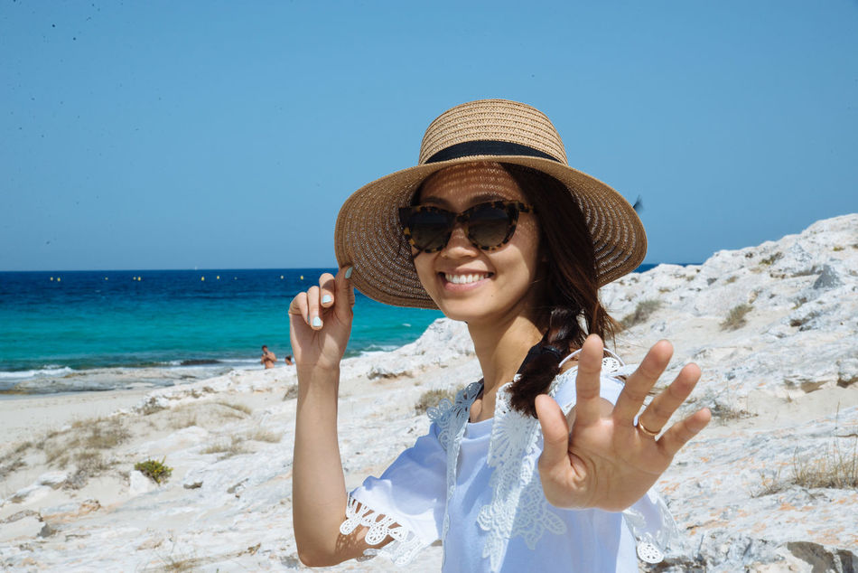 Beautiful stock photos of urlaub, 30-34 Years, Mid Adult Women, Sand, asian And Indian Ethnicities