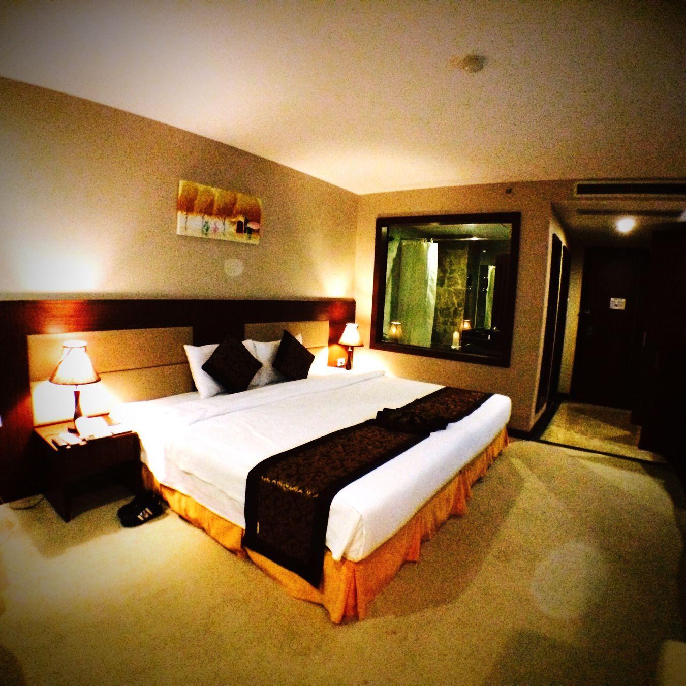 東南アジア ダナン ベトナム ムオンタンダナン ホテル Muongthanhdanang Hotel Hotel Room 客室 ダブルベッド Deluxe Doubleroom Danang, Vietnam Danang Danangfood 四つ星 まあまあ キレイ 虫 いたけど