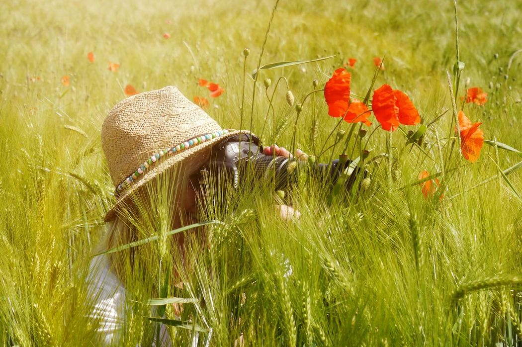 Naturelover Portrait Portrait Of A Woman Portrait Of A Friend Portrait Photography Enjoying Life EyeEm Gallery Flowers Woman Taking Picture Taking Photos Wuppertal NRW Hatzfeld Naturelovers Woman In Poppy Field Woman With Hat Sunhat Woman With Camera Women Around The World Sommergefühle