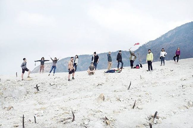 14wayspapandayan ... 14 characters, 14 point of view, 14 style, go check our hashtag for more photos from our last trip to mt. Papandayan . 14wayspapandayan Id_pendaki Instanusantara Vscogrid Vscovisuals Minimalpeople Jj_tinypeeps Livefolkindonesia Akujalanjalanloh Passionpassport