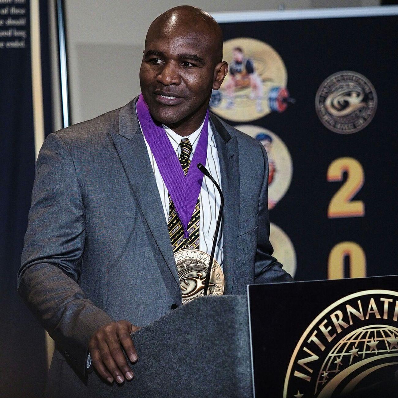 Evanderholyfield Realdeal Internationalsportshalloffame Inductee Arnoldfitnessexpo Boxer Boxing