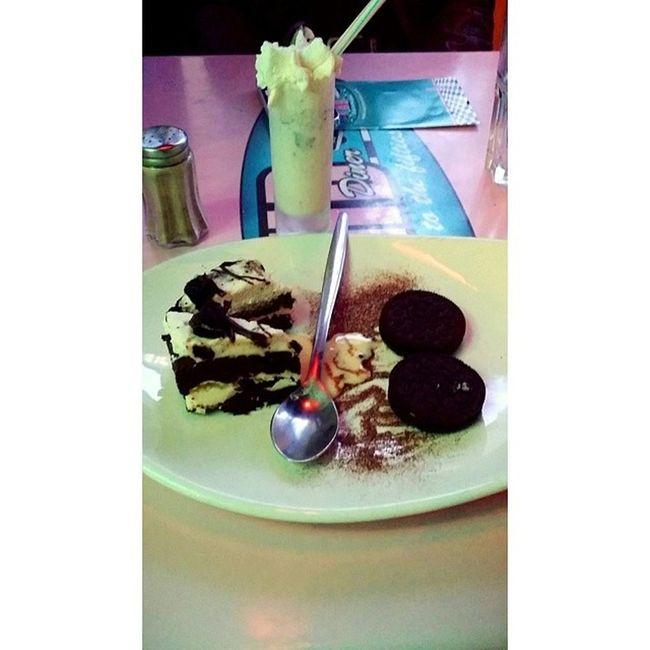 HD Diner's Oreo Symphony x Milk Shake Oreo flavor × Back to the fifties cake × Oreo biscuits Hddiner Oreo Oreosymphonie Cake milkshake sogood paris retro food dessert