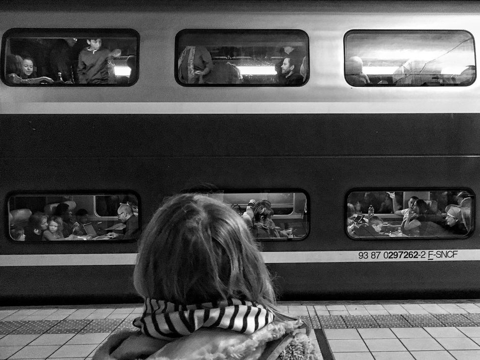Observatory of the TGV ´s Lifestyles 1/2 😀 A Story for each Window !!! France Iphoneonly IPhoneography Iphonegraphy Outofthephone Mobilephotography Iphonephotography Iphonographie IPhone Photography EyeEm IPhoneography Train Station Train Noir Et Blanc Blackandwhite Black And White Gare Massy Holiday