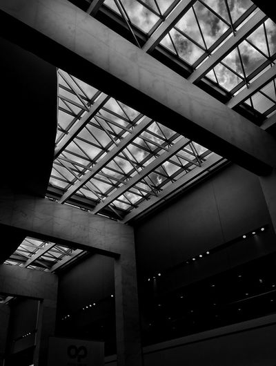 Downtown Streetphotography Building Architecture Michigan Gm Renaissance Arunphotography EyeEm Best Shots Puremichigan Detroit Travel Photography Clouds Sky Black And White Autoshow Canon5dmarkiii