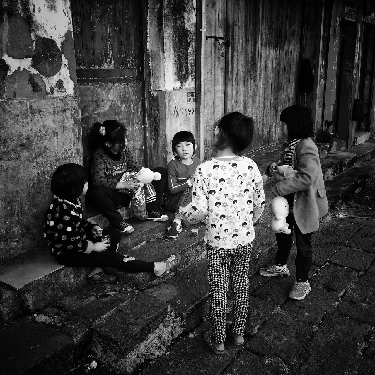 Sitting Girls Lifestyles Built Structure Outdoors Togetherness Childhood Kids Children Eye4photography  Enjoy The New Normal Blackandwhite Street Photo Street Photography Bnw EyeEm Taiwan My Black & White Photography Taking Photos Still Life Daily Life