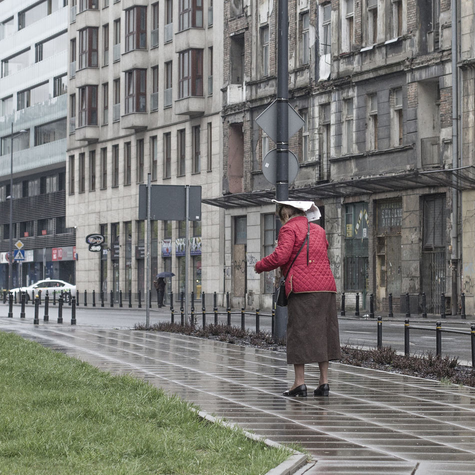 Adult Architecture Building Exterior Built Structure City Day Full Length Lifestyles Men One Person Outdoors People Rainy Days Real People Walking Warm Clothing