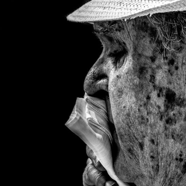 Anonymous portrait... Si además creemos que el estado de nuestro propio cuerpo refleja nuestro propio valor, estamos condenados a sufrir...Joan Borysenko EyeEm Best Shots - Black + White Bw_collection EyeEm Best Shots B&W Portrait The Human Condition Streetphoto_bw Bw_portraits RePicture Ageing Portrait Street Portrait EyeEmbnw Streetphotography Blackandwhite Bw_portraits