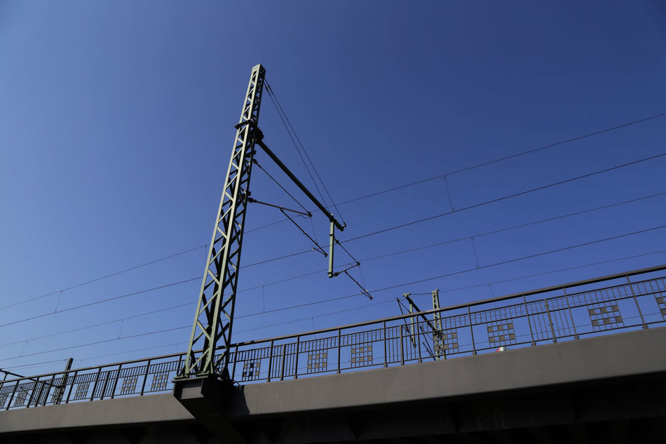 Hamburg, 2016, Stromkabel der Bahn, Oberleilung Blue Cable Clear Sky Day Engineering No People Oberleitung Outdoors Power Cable Power Supply Powercabels Transportation