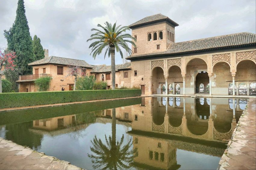 Alhambra Grenada España Andalucía Architecture Travel Destinations Reflection