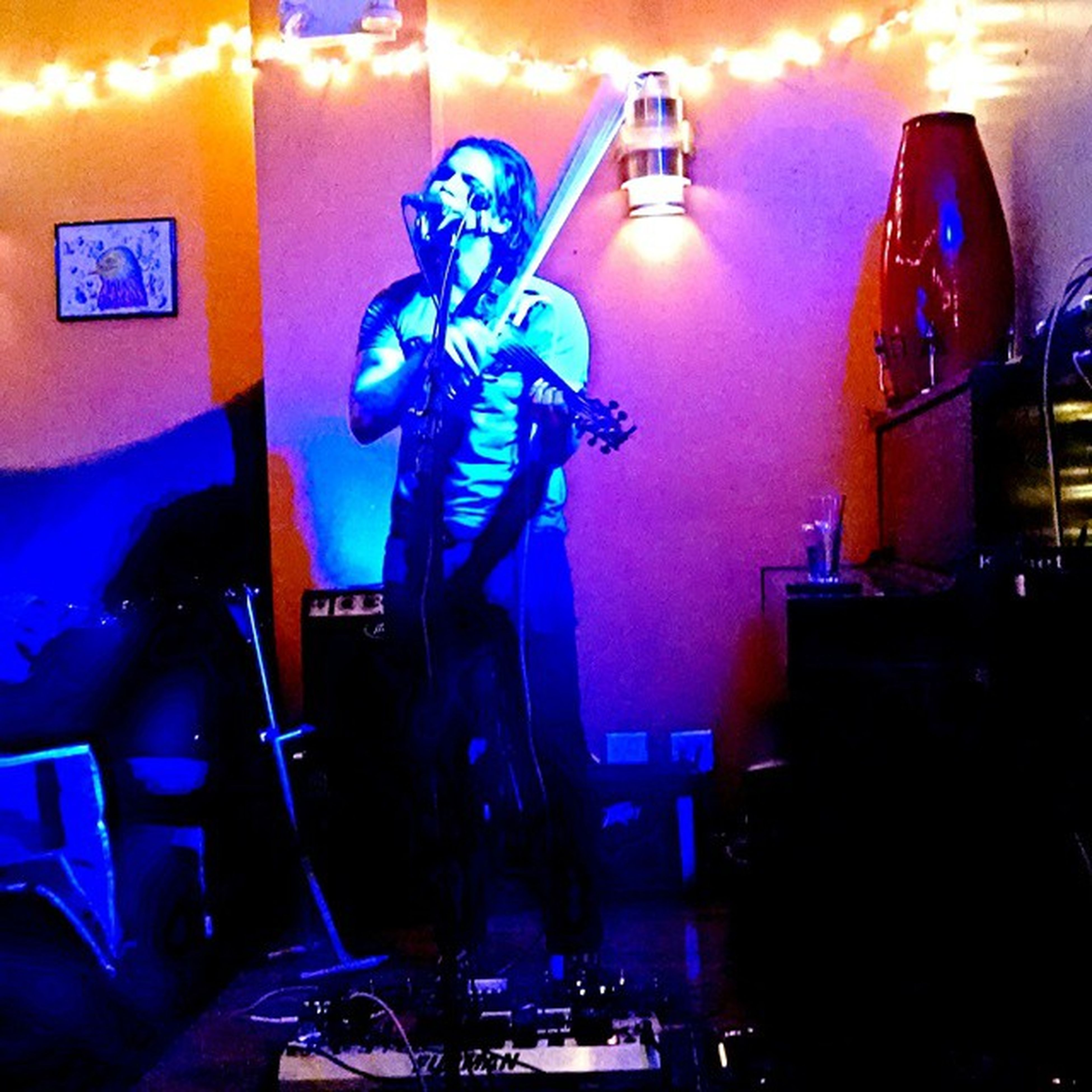 And the miles slip away.... Listening to @milesjacobmusic lay it down like a boss tonight. ColdNight Hotstage Pathcafe Electricviolin milesjacob musicvenue gig nyc