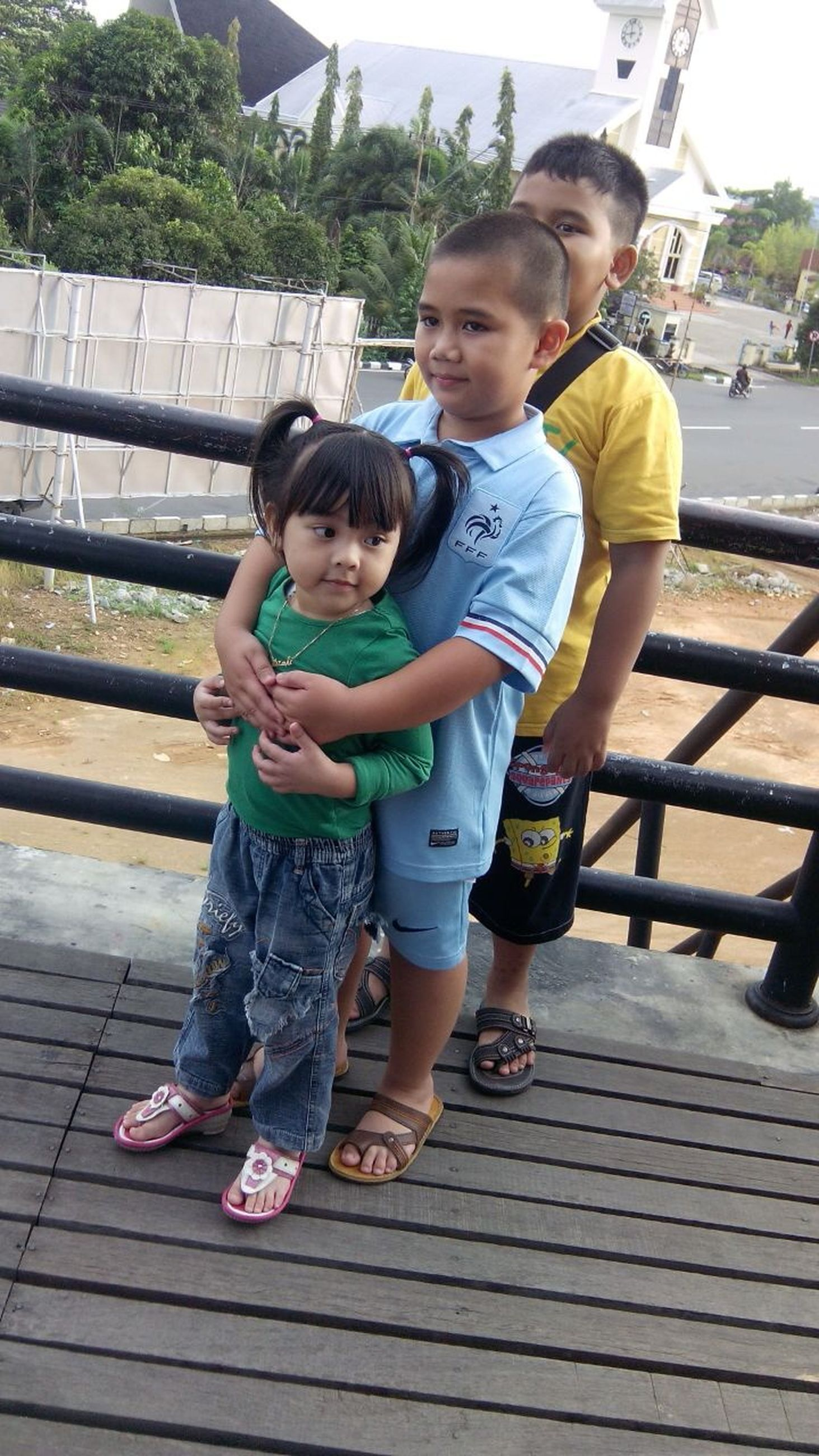 childhood, elementary age, person, boys, lifestyles, full length, togetherness, casual clothing, girls, leisure activity, bonding, cute, innocence, family, love, happiness, sibling, brother