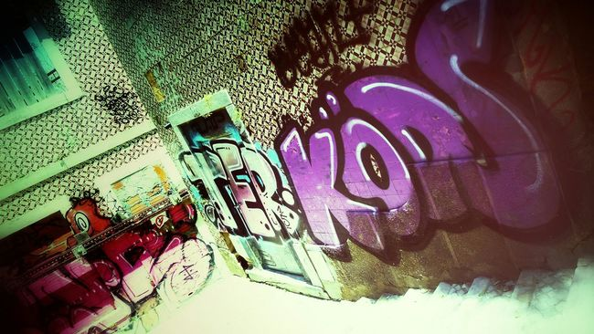 Graffiti... Taking Photos The Traveler - 2015 EyeEm Awards Graffiti Wall Hanging Out