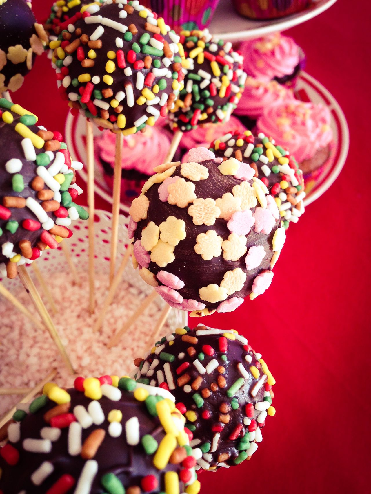 Delicious chocolate cakepops with sprinkles close up top view Above Cakepop Cakepops Choice Close-up Dessert Food Food And Drink Freshness Indoors  Large Group Of Objects Many Party Popcake Sprinkles Stick Sugar Sweet Sweet Food Table Top View Variation
