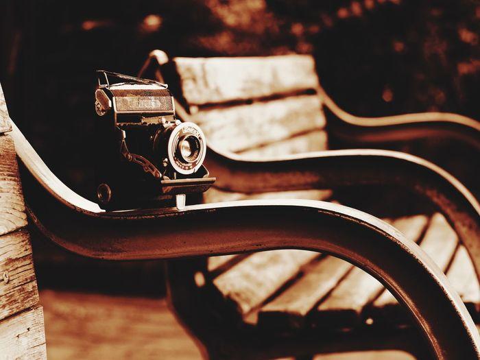 小西六(のちのコニカ)のセミパールゲット。初の蛇腹カメラです。残念ながら破損箇所が多く直せる見込みが無いので改造してマイクロフォーサーズで使えるようにしました。1938年作られたものらしい、77年前か^^; ビンテージ レトロ カメラ 蛇腹カメラ セピア 小西六 Konica コニカ Konicahexar Sepia