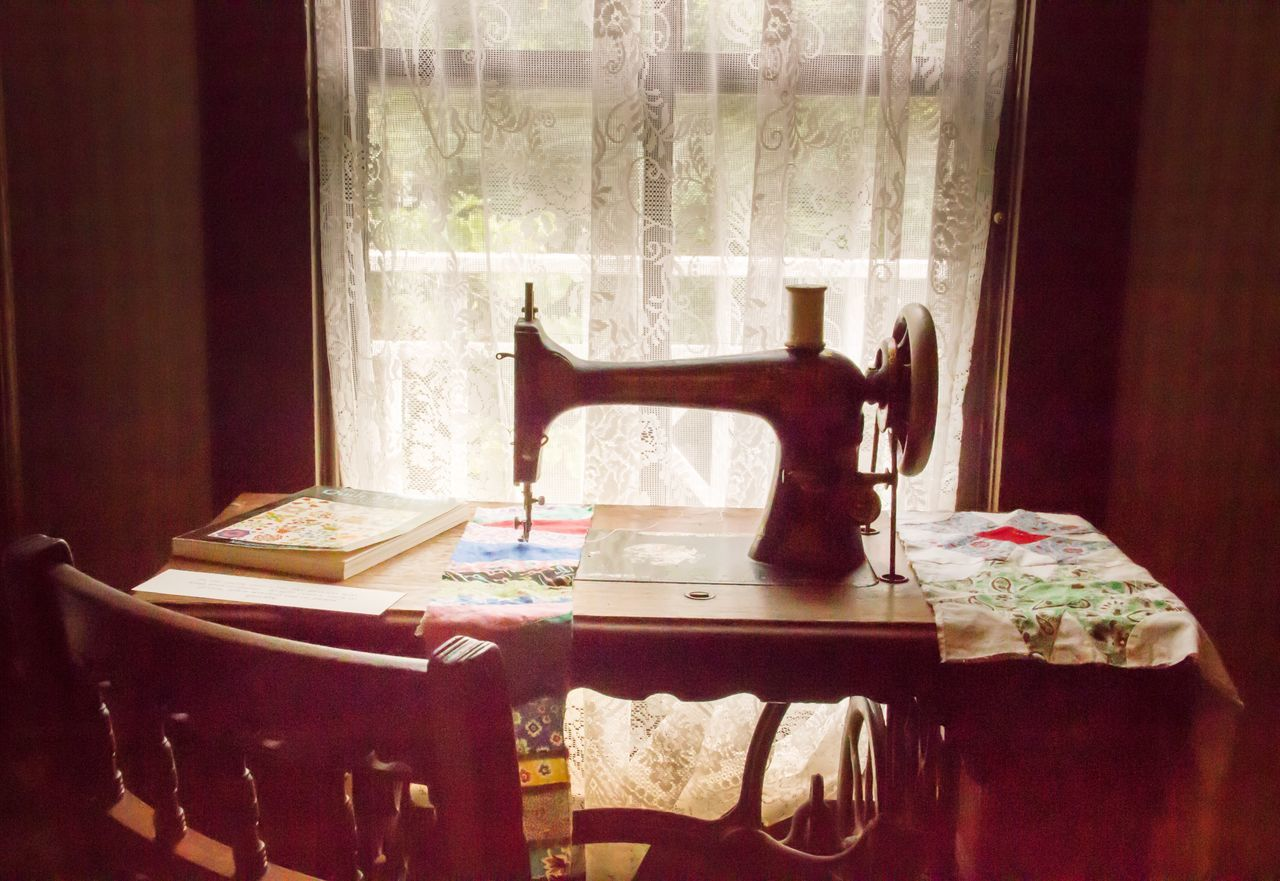 Window Indoors  Home Interior Table Curtain Absence No People Chair Textile Sewing Machine Day Close-up Old Fashion Style Still Life Ladyphotographerofthemonth Old Fashion Indoors  Crafts Cozy Place Cozy At Home Old-fashioned Retro Styled Vintage Style