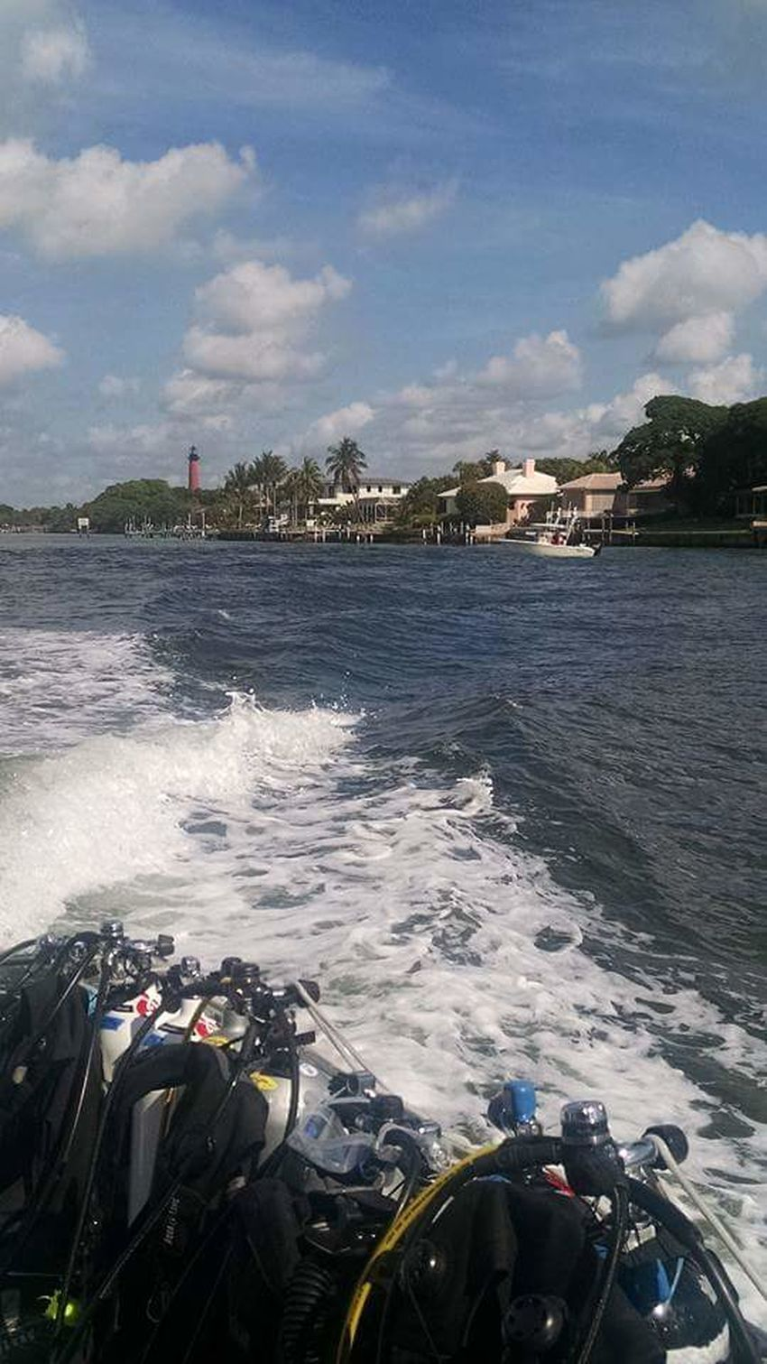 Heading out for a scuba day Heading Out Scuba Diving Scuba Day Tanks On Board Atlantic Ocean Jupiter Inlet Jupiter Lighthouse Leaving A Wake Florida Life Awesome Times