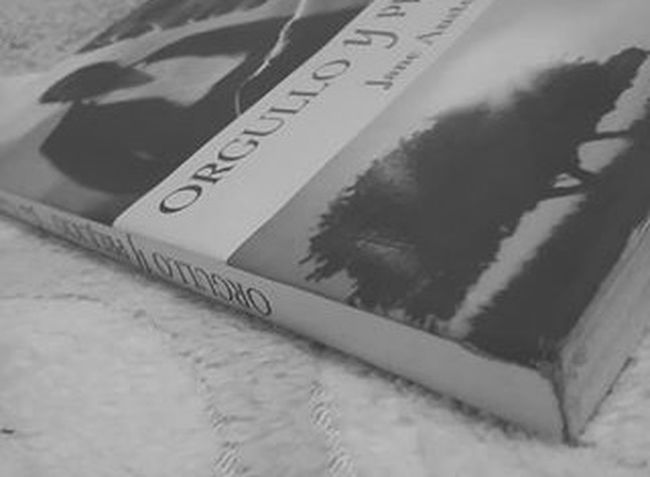 Books Read Bookstagram Booksandcoffee Janeaustin Orgulloyprejuicio Blackandwhite Feel The Journey Bookshelves