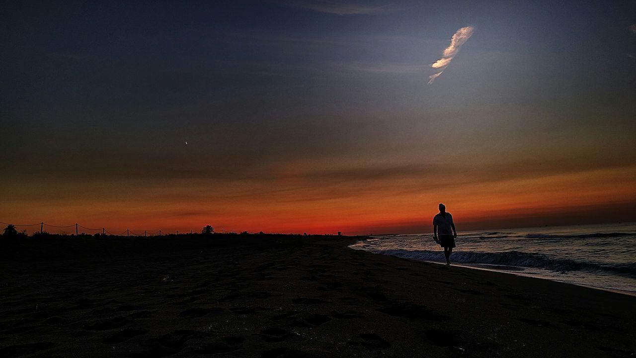 Loveit Tada Community The Week On EyeEm5 Beachphotography Moments Soaking Up The Sun Peoplephotography Silhouette Cada Anochecer Me Trae De Nuevo Tu Silueta Dulce Y Callada... Dónde Habitas Realmente? Tal Vez En Lo Inalcanzable... Silueta Vespertina #esquidemontaña #skimountaineering #skimo #training #gasss #sunset #atardecer #afterwork #mountain #ilovemountain #dynafit #spring #primavera #cotos #peñalara