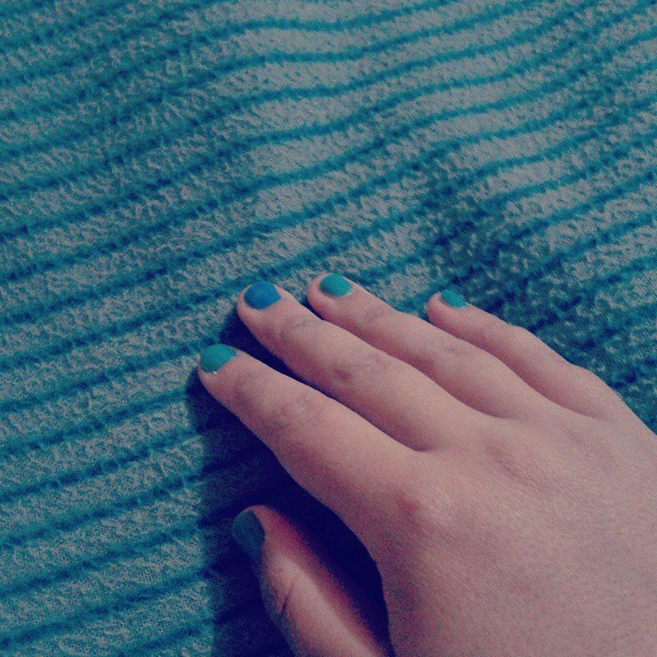 Tarde con la chanchita :) ahora a dormir Instachile Amigas Teadoro Uñas Azul Nails 100happydays
