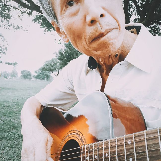 Portrait Person Music Acoustic Guitar Eyem Best Shots Snapshot Watching Outdoors Relaxation Sing Light And Shadow Sunny IPhoneography Mobilephotography