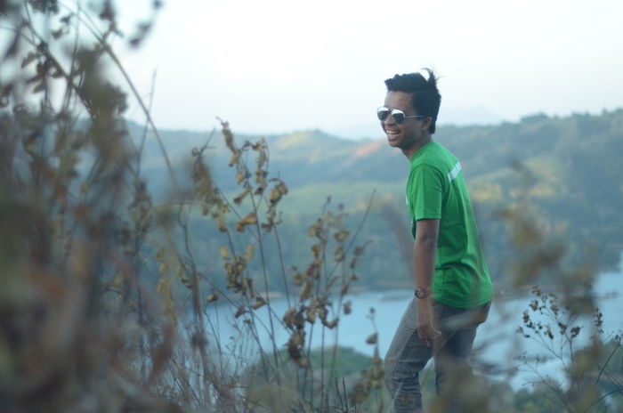 Candidnya keren. Thanks to Ayub yang motoin :D Alone Balance Banjarmasin Carefree Close-up Day Depth Of Field Dry Escapism Focus On Foreground Getting Away From It All Kalsel Laugh Natural Natural Pattern Nature Outdoors People Plant Season  Selective Focus Smile Sunglasses Visitkalsel Wildlife