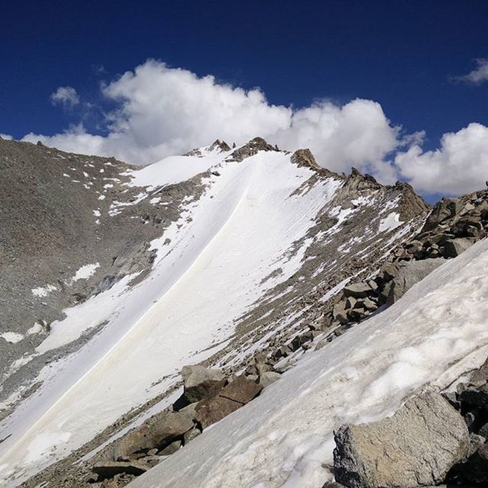 Khardungla, Ladakh !!!! Mountains Clouds Skyporn Snow HEAVENONEARTH Picoftheday PicturePerfect Blueskyaction Northindia NaturalBeauty Incredibleindia Travelgram Travel Indiapictures Travelingram Indiantourism Natgeotravel Everytimephotos