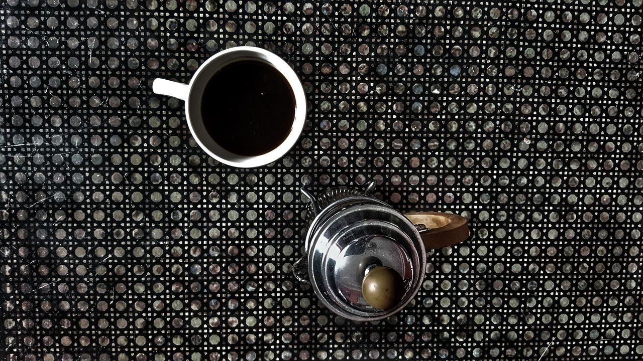drink, coffee cup, coffee - drink, refreshment, food and drink, table, cup, indoors, freshness, directly above, no people, close-up, food, coffee bean, day