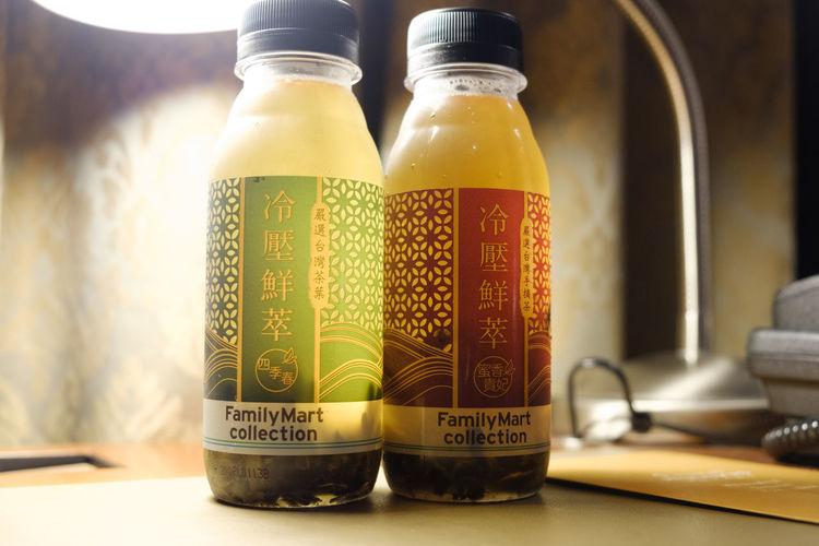 ペットボトル烏龍茶美味しい/Bottled Oolongtea Bottle Drink Family Mart Food And Drink Freshness Fujifilm FUJIFILM X-T2 Fujifilm_xseries Indoors  Oolong Tea Taiwanese Tea Tea X-t2 ファミリーマート 全家 全家便利商店 烏龍茶 茶