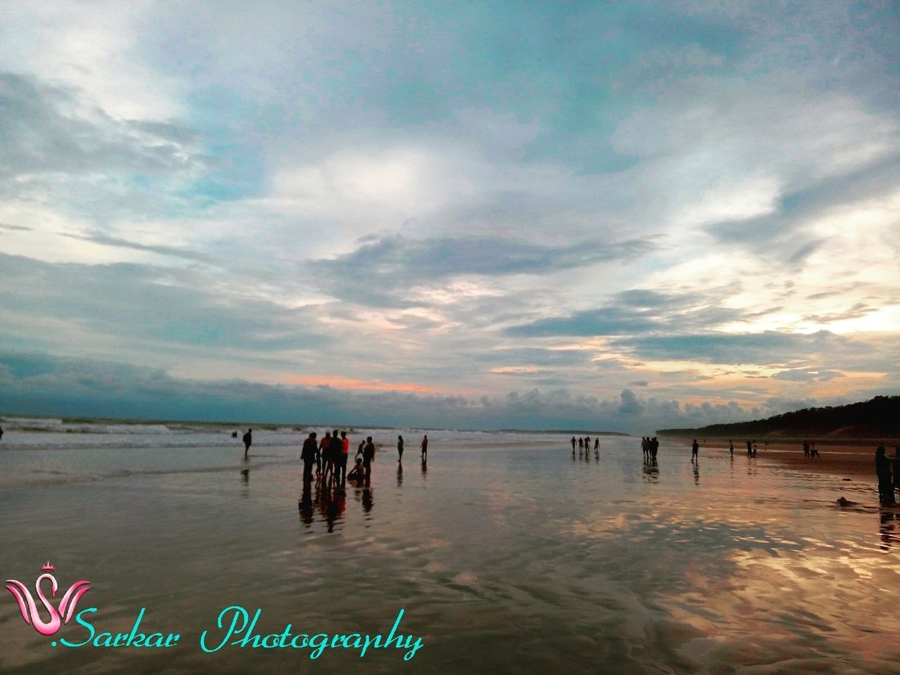 water, sky, cloud - sky, vacations, nature, large group of people, lake, tranquility, beauty in nature, scenics, swimming, outdoors, beach, real people, day, women, men, people
