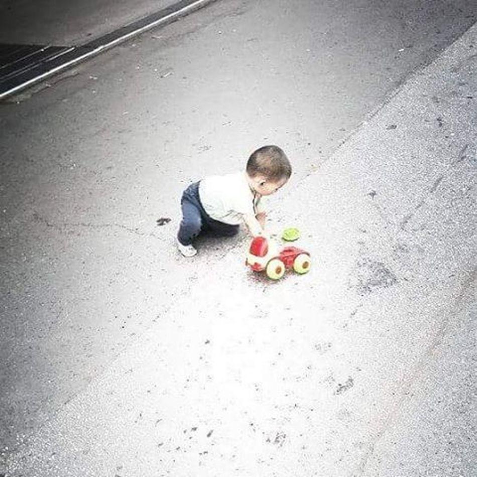 Onokad svaka susa moze da bude roditelj... Inace cale sa strane cirka rakiju... Part2 Child Play Toy Madworld Street Sad Alone Felling Badparentskills