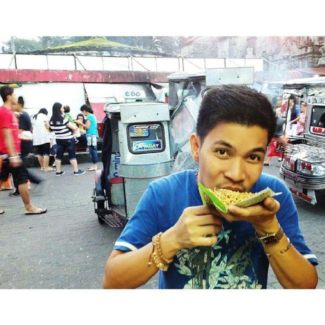 Eat the asian noodle 'pancit lucban' directly on your mouth without using any fork, hence 'habhab.' Pancithabhab Throw Lucban Quezon itsmorefuninthePhilippines themanansala photography foodporn foodgasm anthonybourdainway travelersdiary travelasia