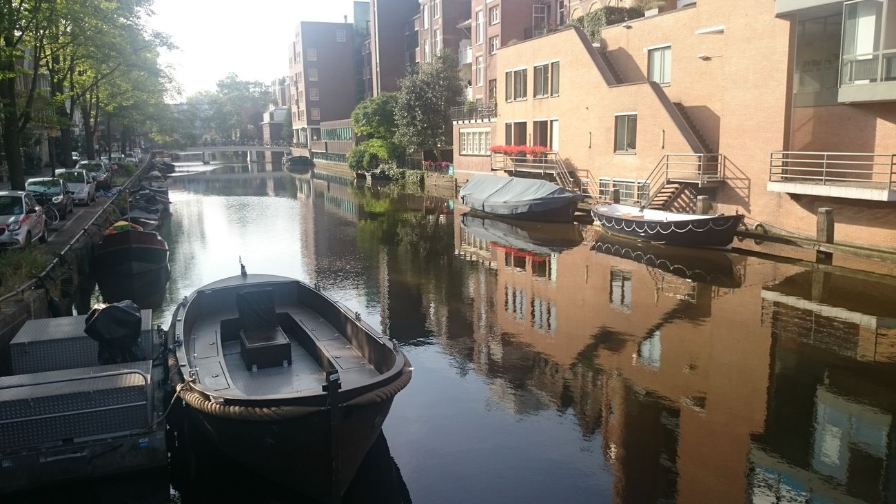 Otra Vista de los Canales de Amsterdam en Holanda