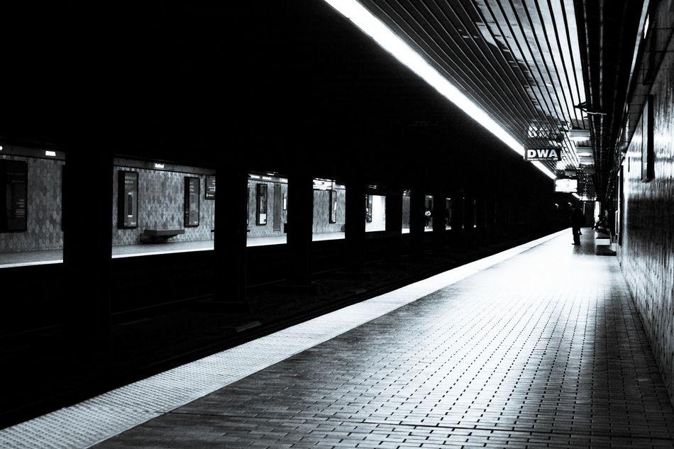 Black and white Toronto Subway Kelestation