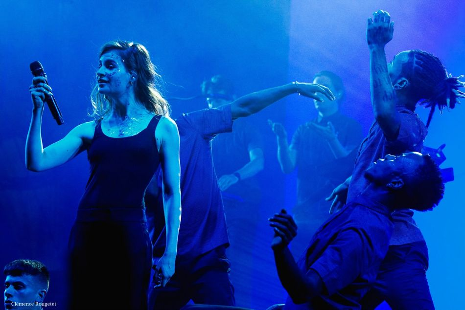 Christine & The Queens à l'assaut du Festival Fnac Live 2015. Parvis de l'Hôtel de Ville, Paris. Singer  Paris Music Portrait Festival Concert Christineandthequeens