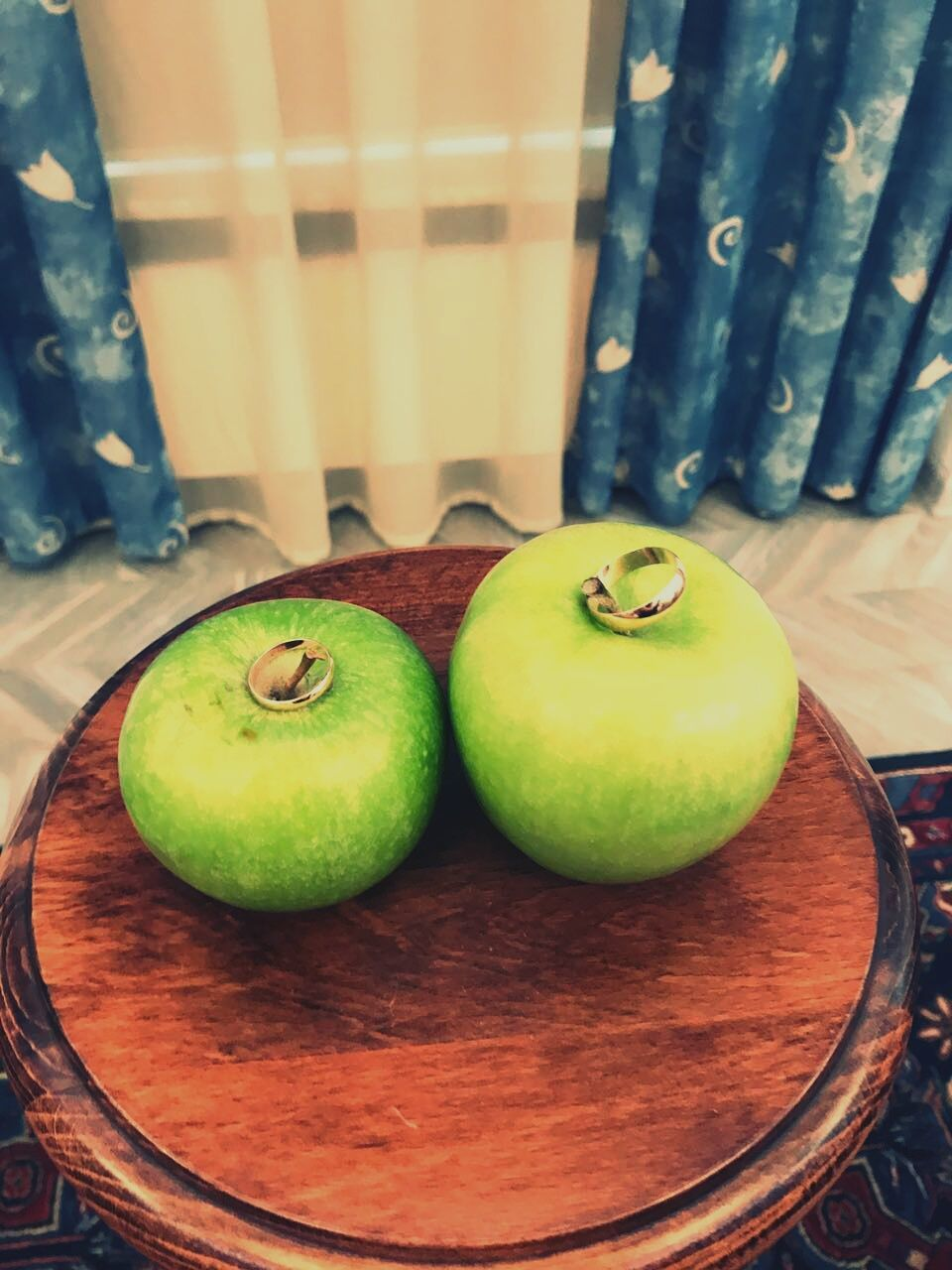 indoors, table, fruit, still life, food and drink, food, freshness, healthy eating, no people, green color, apple - fruit, plate, day, close-up, ready-to-eat
