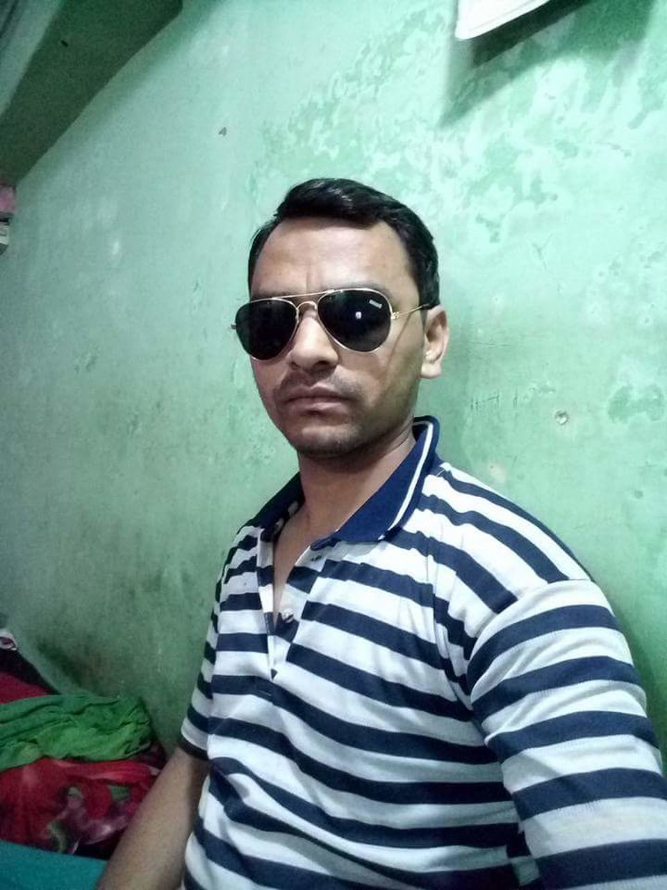 sunglasses, striped, looking at camera, young adult, casual clothing, one person, real people, portrait, young men, front view, standing, leisure activity, lifestyles, indoors, day, adult, adults only, people