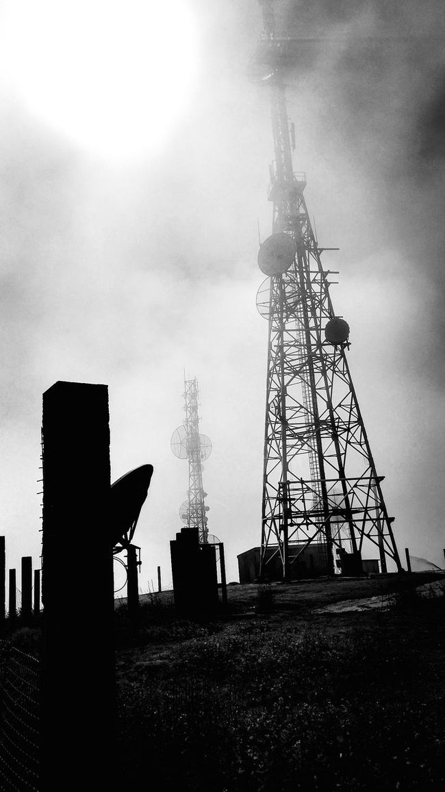 Suitable for a Zombie Apocalypse Movie EyeEm Nature Lover Eye4photography  Wolkenhimmel Terceira Outdoor Photography Photooftheday EyeEm Best Shots Black And White Radar Station Antenna Highest Point Fog Low Angle View Technology Creepy Kopfkino Myphotooftheday