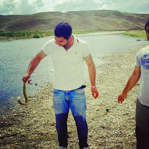 Yılan balığı avlarken