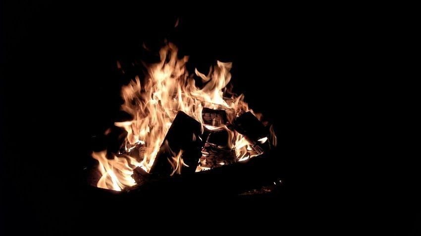 Bonfire Bonfire Night RomanticBurning Glow Orange Lagerfeuer Feuerschale Romantisch Flame Heat Bonfire Glowing Night Copy Space Campfire Firewood Outdoors Dark Fire Heat Berlin Newtalent