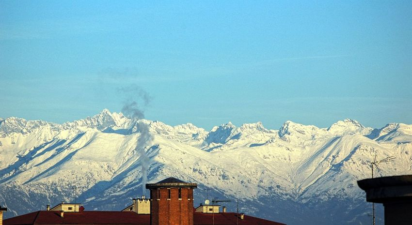 Mountain View Mountain_collection Cold Temperature Winter Sunlight Low Angle View Snow Nature Outdoors Roof Top Blue Sky From The Balcony My City Chimneys Chimney Tops Snow Mountains Alpes Place Of Heart Perspectives On Nature