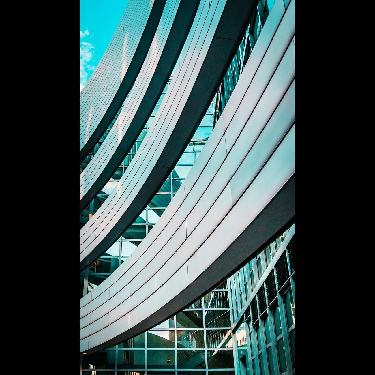 Nicht auf das Leben kommt es an, sondern auf den Schwung, mit dem wir es anpacken. Architecture City Modern Glass - Material Office Building Window Glass Development No People Harmony Of Colours Gebäude Architektur Medienhafen Düsseldorf 🌾 Design Geometric Shape Gehry Art Turquoise Rheinriver Curves Düsseldorf Hafen Düsseldorf ♡ Düsseldorf