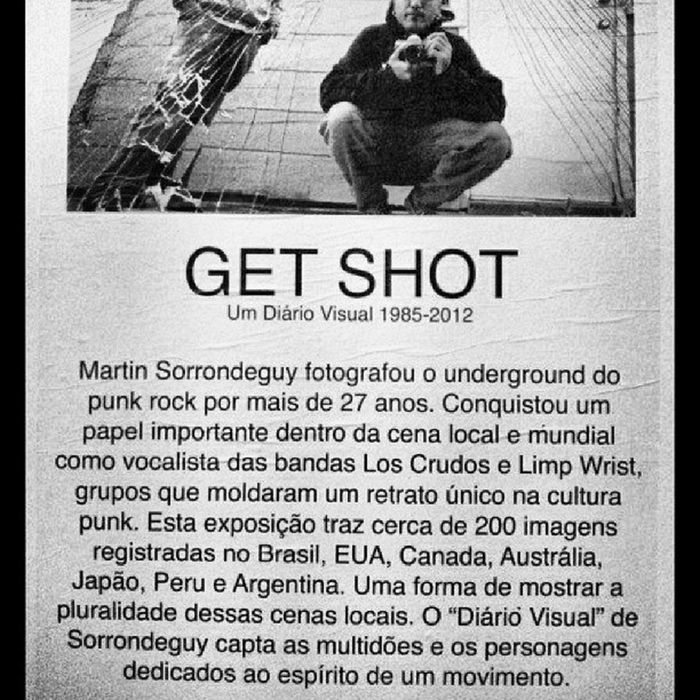 "Photographer Day. Martin Sorrondeguy photographed the underground punk rock for over 27 anos.Conquistou an important role within the local scene and the world as lead singer of the band Los Crudos and Limp Wrist, groups that shaped a picture only in culture punk.Essa exhibition brings 200 images recorded in Brazil, USA, Canada, Australia, Japan, Peru and Argentina.Uma form shows the plurality of scenes locais.O ""visual diary"" of Sorrondeguy captures the crowds and characters dedicated to Esperito a moment. Photographer Photographerday Allday Photography photolife instaphoto picture photo job life punk punkrock instamood instamania instaday picoftheday phototheday likme via muito alem de um simples click, é Vida é Arte e cultura."