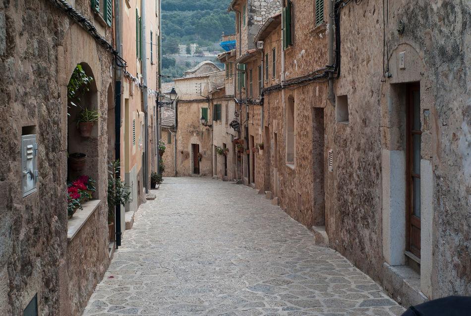 Idyllic street scene in Valldemossa on Mallorca island Baleares Balearic Islands Idyllic Idyllic Scenery Majorca Majorca, Spain Mediterranean  Mediterranean Architecture SPAIN Spaın Street Scene Travel Destinations Valldemossa