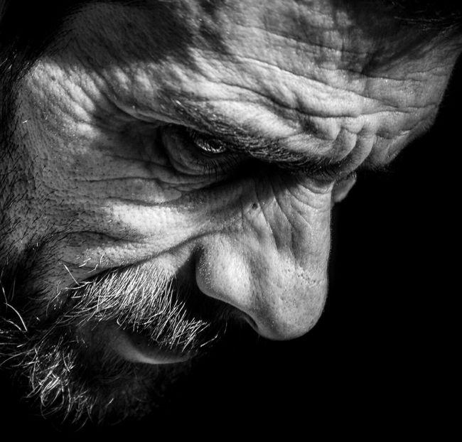 Anonymous portrait... Las fuerzas creativas del mundo avanzan hacia la vida, no hay veneno mortal en ellas... La sabiduría de Salomón. Evangelios Apócrifos. Bw_collection B&W Portrait RePicture Ageing EyeEmbnw The Human Condition EyeEm Best Shots - Black + White Bw_portraits EyeEm Best Shots Streetphoto_bw The Portraitist - 2015 EyeEm Awards My Best Photo 2015 Street Portrait Blackandwhite Streetphotography Portrait