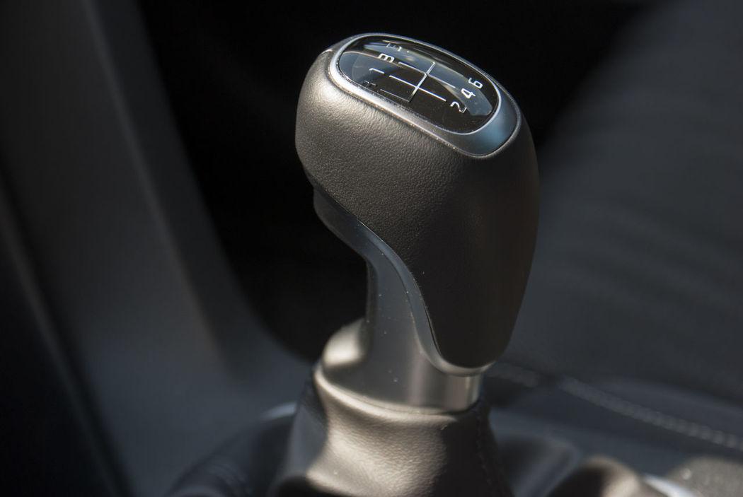 Kia Kia Sportage 2016 Kia Sportage Car Interior Close-up Gearshift Manual Gear Shift Manual Gearshift Sportage Vehicle Interior