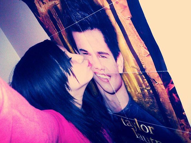 Kissing Taylor