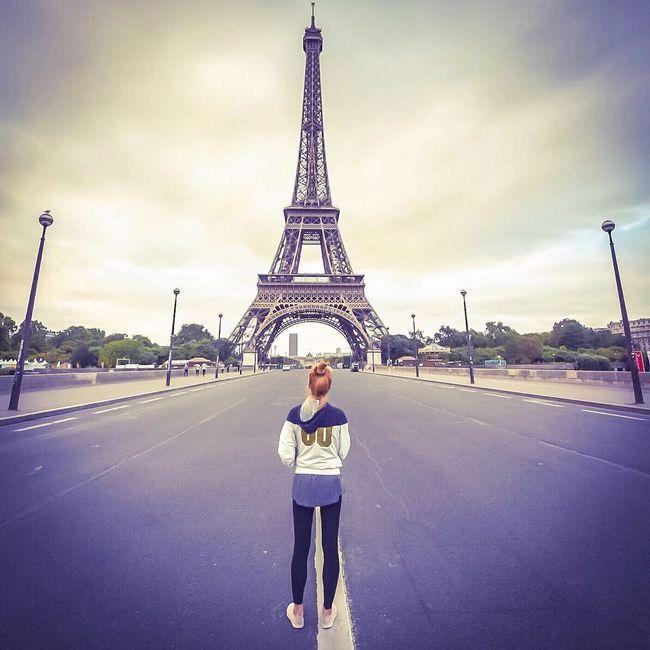 Good Evening Paris! Bonsoir Paris Eiffel Tower Famous Place Architecture Paris Eyem Best Shot - Architecture EyeEm Best Shots Parisweloveyou Paris ❤ Photooftheday