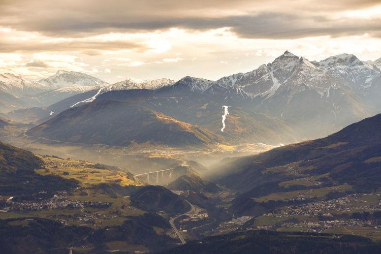 Europabrücke....Nordkette lässt Grüßen , hoch über Innsbruck Mountain Landscape Mountain Range Dramatic Sky Fog Outdoors Cold Temperature Beauty In Nature Natural Parkland Sunset Cloud - Sky